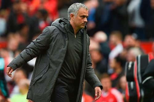 MU: Tin vui về Ibra, Mourinho lộ kế hoạch buông top 4 - 3