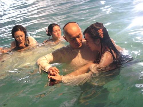 Cảnh yêu ngọt ngào và lãng mạn dưới nước của sao Hoa ngữ - 2