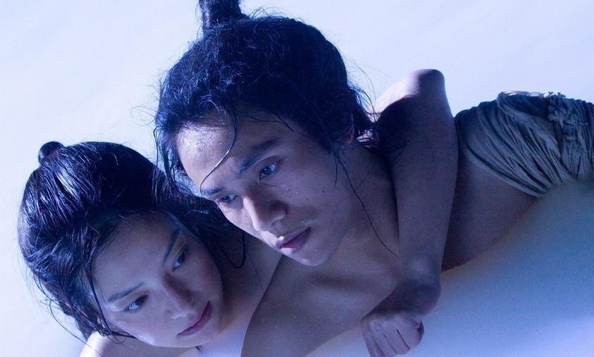 Cảnh yêu ngọt ngào và lãng mạn dưới nước của sao Hoa ngữ - 3