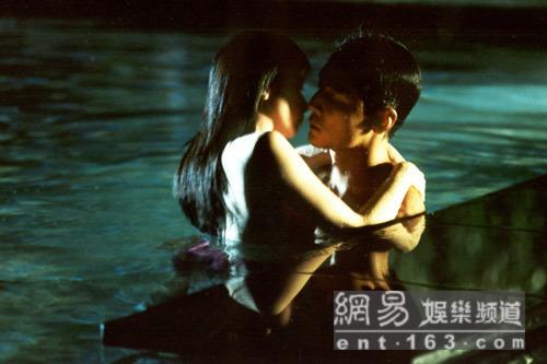 Cảnh yêu ngọt ngào và lãng mạn dưới nước của sao Hoa ngữ - 4