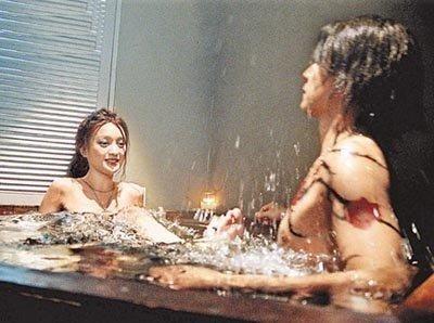 Cảnh yêu ngọt ngào và lãng mạn dưới nước của sao Hoa ngữ - 5