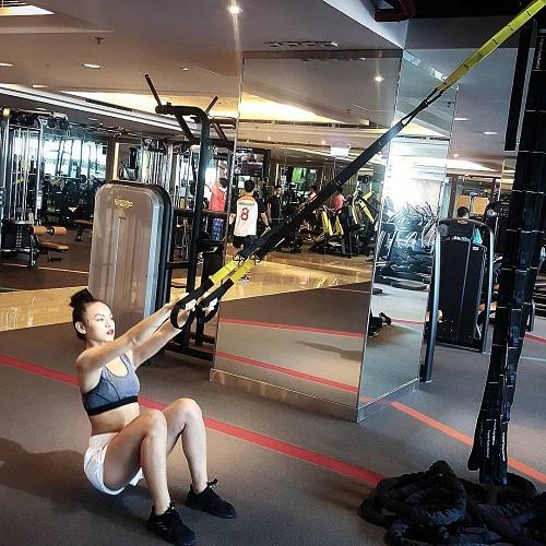 """Mỹ nữ đùi to Mai Ngô múa cột """"nóng bỏng mắt"""" trong phòng gym - 6"""