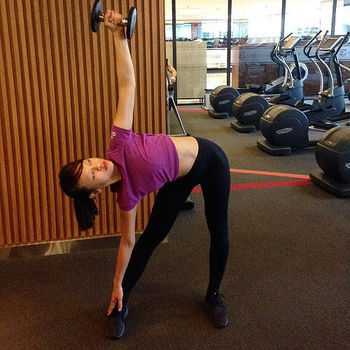 """Mỹ nữ đùi to Mai Ngô múa cột """"nóng bỏng mắt"""" trong phòng gym - 7"""