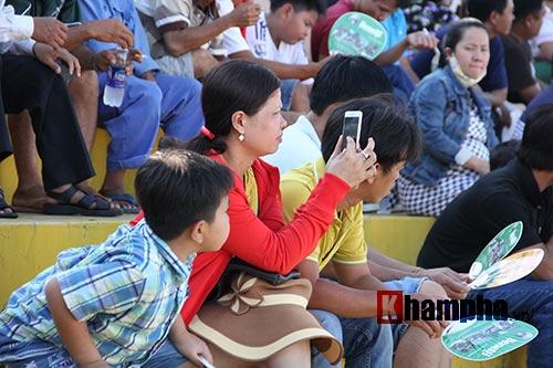 Nữ biker Thái làm xiếc với xe khiến người đẹp Việt thót tim - 12