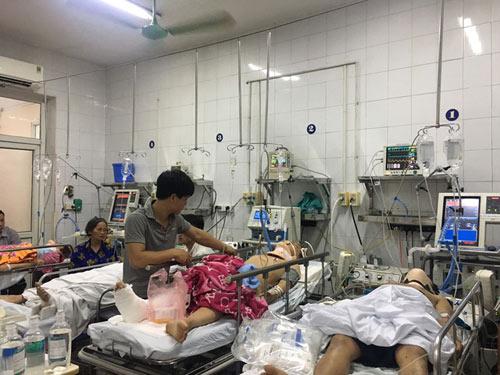 Ma men đưa lối vào viện, giường mổ cấp cứu kín đặc những ngày lễ - 1