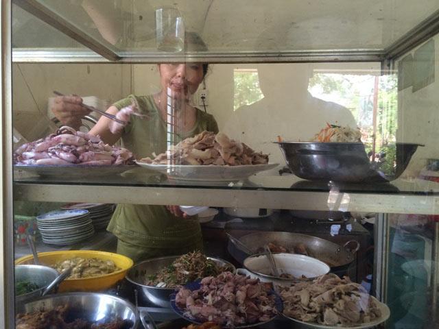 Quảng Trị: Chợ cháy hàng vì người dân đổ xô mua mực - 4