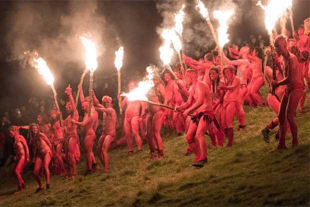 Nghìn người khỏa thân cháy hết mình trong lễ hội Lửa - 1