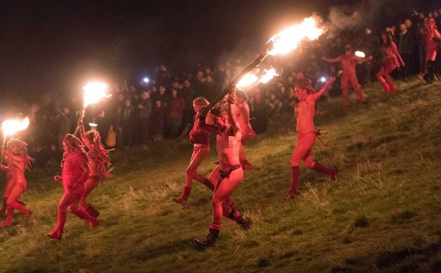 Nghìn người khỏa thân cháy hết mình trong lễ hội Lửa - 4