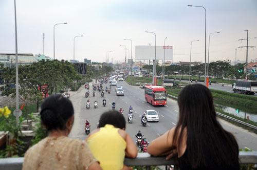 Trở lại SG sau nghỉ lễ, người dân thoát khỏi nỗi ám ảnh kẹt xe - 4