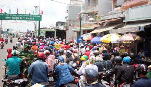 Trở lại SG sau nghỉ lễ, người dân thoát khỏi nỗi ám ảnh kẹt xe - 10