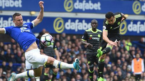 Chelsea còn 4 trận đua Tottenham: Bài học MU - Man City - 1