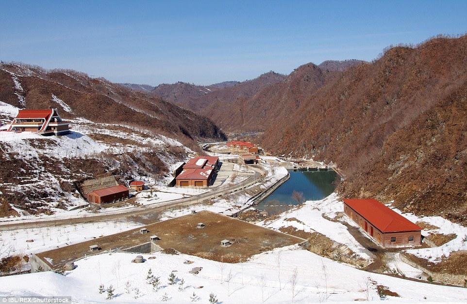 """""""Đột nhập"""" khu trượt tuyết duy nhất của Triều Tiên - 2"""