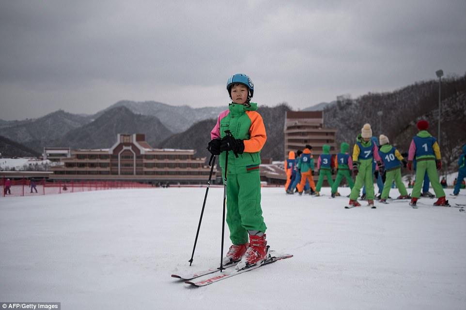 """""""Đột nhập"""" khu trượt tuyết duy nhất của Triều Tiên - 6"""