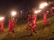 Du lịch - Nghìn người khỏa thân cháy hết mình trong lễ hội Lửa