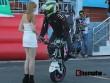 Nữ biker Thái làm xiếc với xe khiến người đẹp Việt thót tim