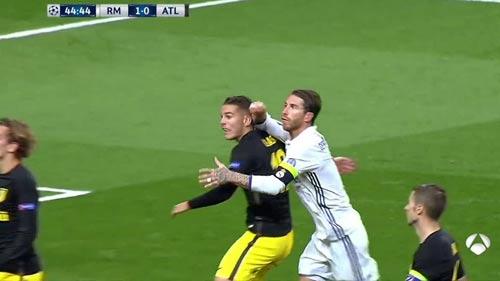Real: Ramos đánh cùi chỏ nhưng thoát thẻ đỏ - 1
