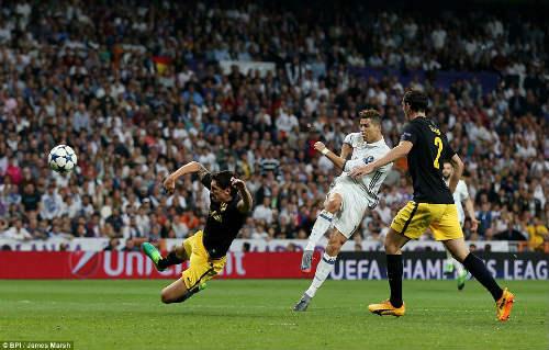 Ronaldo sẽ đoạt QBV: Vượt mặt Messi, vĩ đại như Pele - 2