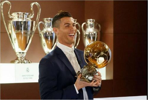 Ronaldo sẽ đoạt QBV: Vượt mặt Messi, vĩ đại như Pele - 4