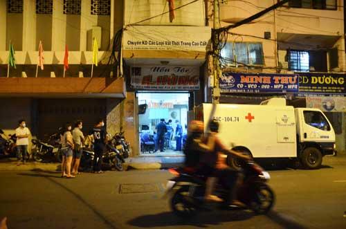Chủ tiệm uốn tóc phát hiện nam Việt kiều gục chết trong nhà - 1