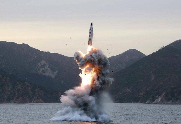 Triều Tiên dọa nã tên lửa hạt nhân, biến Mỹ thành phế tích - 2