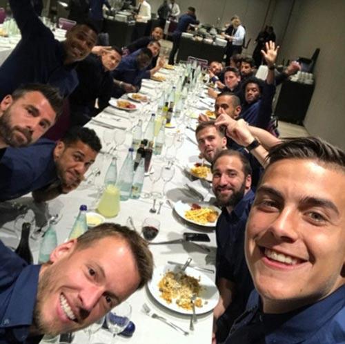 """Barca bám Real Madrid: """"Ám khí"""" La Masia và Dani Alves - 2"""