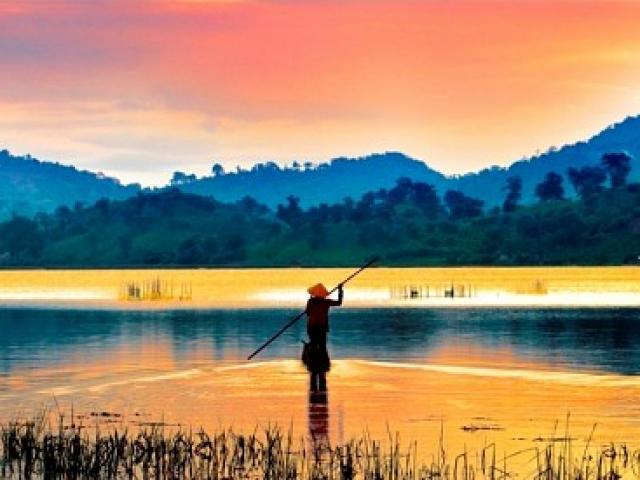 Đâu chỉ có Bản Đôn, Đắk Lắk còn có một hồ nước đẹp mê hồn
