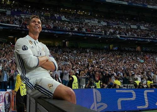 """""""Nhà vua"""" Cúp C1 Ronaldo: Chúa tể của những màn ăn mừng - 12"""