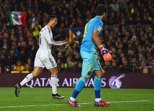 """""""Nhà vua"""" Cúp C1 Ronaldo: Chúa tể của những màn ăn mừng - 8"""