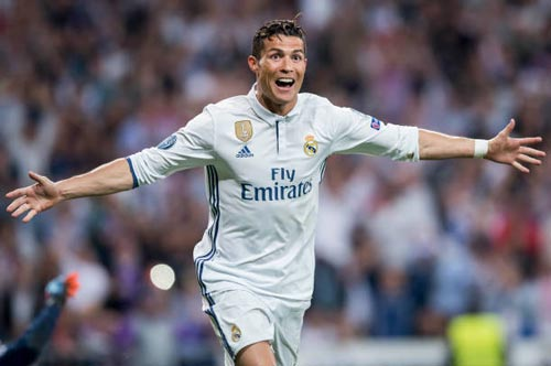 """""""Nhà vua"""" Cúp C1 Ronaldo: Chúa tể của những màn ăn mừng - 11"""