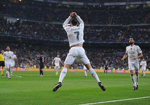 """""""Nhà vua"""" Cúp C1 Ronaldo: Chúa tể của những màn ăn mừng - 10"""