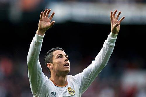 """""""Nhà vua"""" Cúp C1 Ronaldo: Chúa tể của những màn ăn mừng - 7"""