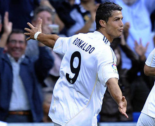 """""""Nhà vua"""" Cúp C1 Ronaldo: Chúa tể của những màn ăn mừng - 3"""