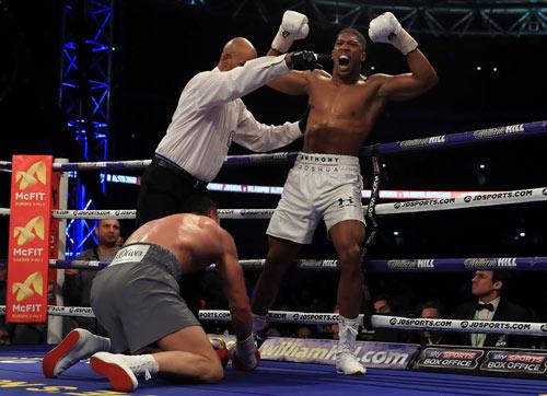 """Boxing: """"Gã hề"""" gây sốc chấp """"Kẻ hủy diệt"""" 1 tay - 2"""