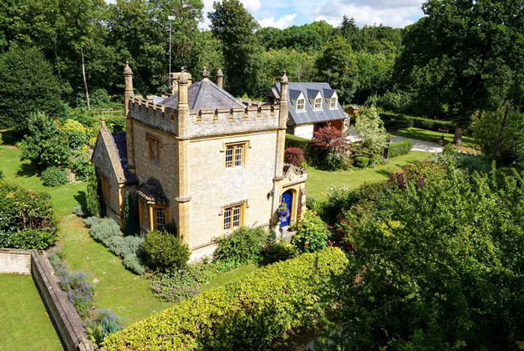 Lâu đài nhỏ nhất nước Anh được rao bán với giá rẻ bất ngờ - 2
