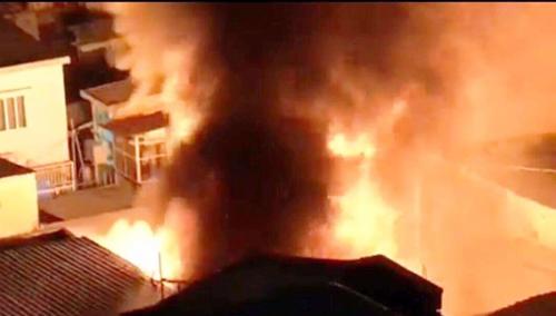Hé lộ nguyên nhân vụ cháy 3 căn nhà ở trung tâm Sài Gòn - 1