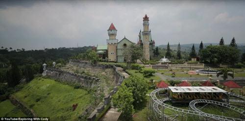 Vẻ đẹp ma mị bên trong công viên bỏ hoang ở Philippines - 6