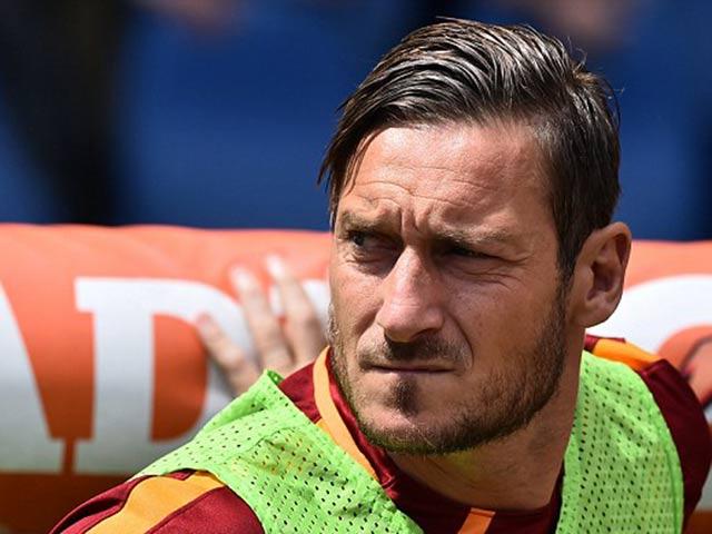 CHÍNH THỨC: Totti giải nghệ, tiếp tục trung thành với Roma