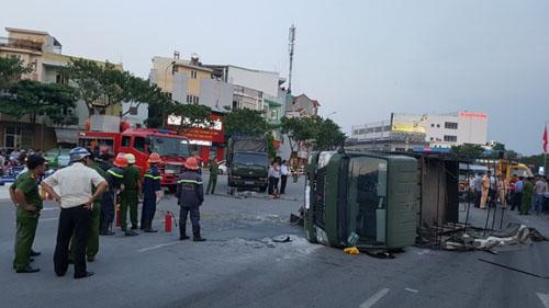 Xe chở cảnh sát gặp nạn, 2 chiến sĩ trọng thương - 1