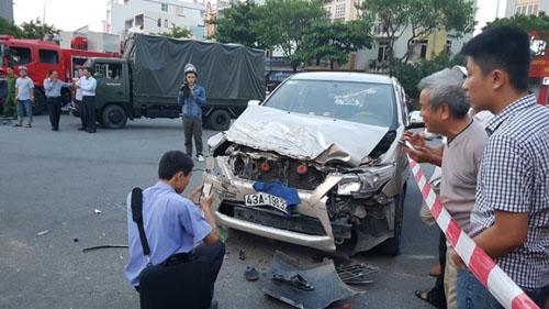 Xe chở cảnh sát gặp nạn, 2 chiến sĩ trọng thương - 2