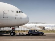 Porsche Cayenne kéo được cả máy bay Airbus