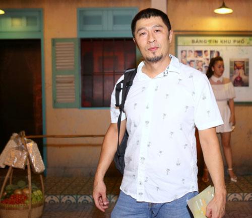 """Hoài Linh đi xem phim cũng hút trăm ánh mắt bởi """"gu lạ"""" - 15"""