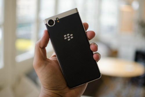 BlackBerry KEYone so kè cùng Galaxy S8 - 5