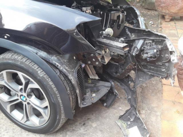 Chủ tịch huyện Côn Đảo tử vong sau khi xe BMW đâm gốc cây