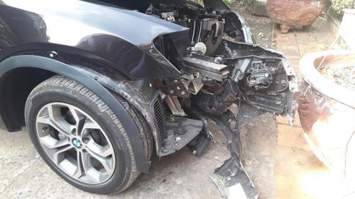 Chủ tịch huyện Côn Đảo tử vong sau khi xe BMW đâm gốc cây - 1
