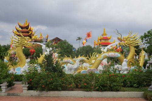 Cận cảnh phủ thờ không phép có đôi rồng khổng lồ ở Thái Bình - 4