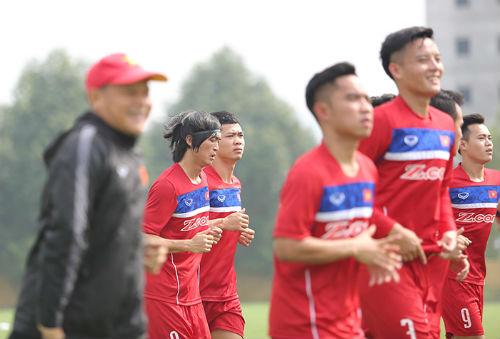 Công Phượng, Tuấn Anh động viên đàn em U20 Việt Nam - 1