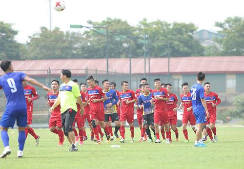 Công Phượng, Tuấn Anh động viên đàn em U20 Việt Nam - 3