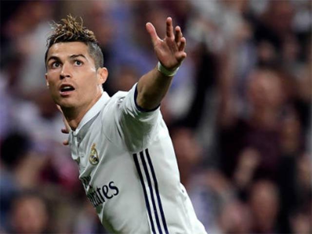 """Tuổi 32, Ronaldo vĩ đại: Liều """"doping"""" nào cho CR7?"""