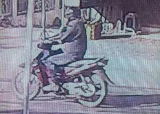 Camera của dân chụp được hình giống nghi phạm cướp ngân hàng - 2