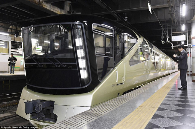 Hôm 1/5 vừa qua, Công ty Đường sắt Miền Đông Nhật Bản (JR East) đã chính thức khai trương tuyến tàu Shiki-Shima – một trong những tàu hỏa xa hoa nhất thế giới.